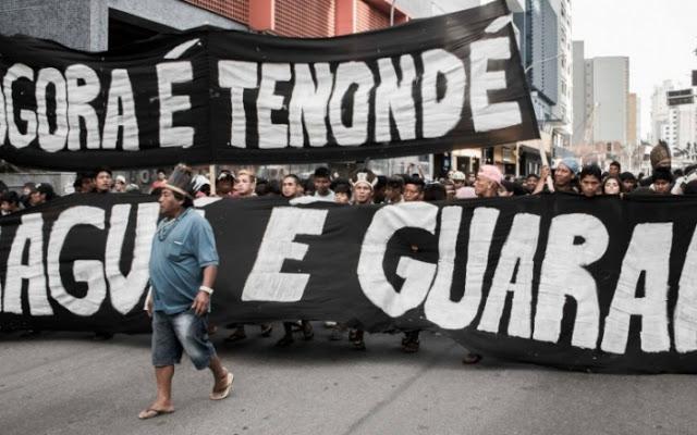 Foto da manifestação na Av. Paulista em 2016 (Créditos: Comissão Guarani Yvyrupa)