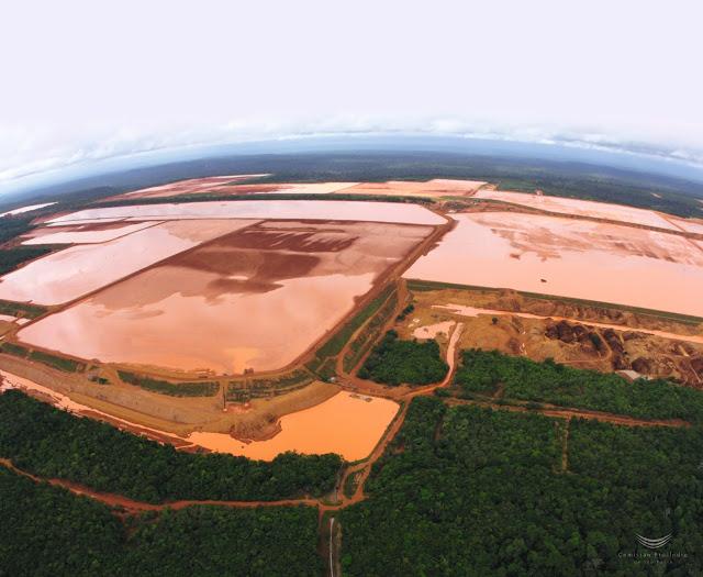 Barragens da MRN dentro da Flona Saracá-Taquer (Foto: Carlos Penteado/CPI-SP)